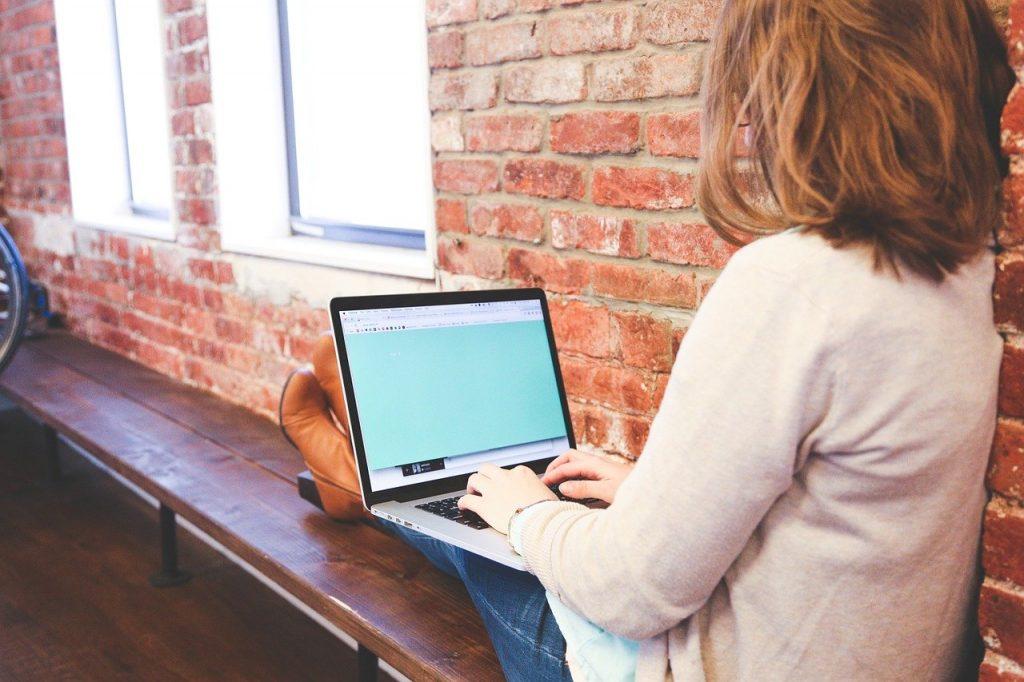 Geografická nezávislosť a miestna flexibilita online podnikania
